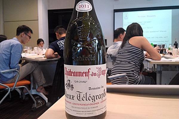 Domaine du Vieux Telegraphe Chateauneuf-du-Pape La Crau 2011